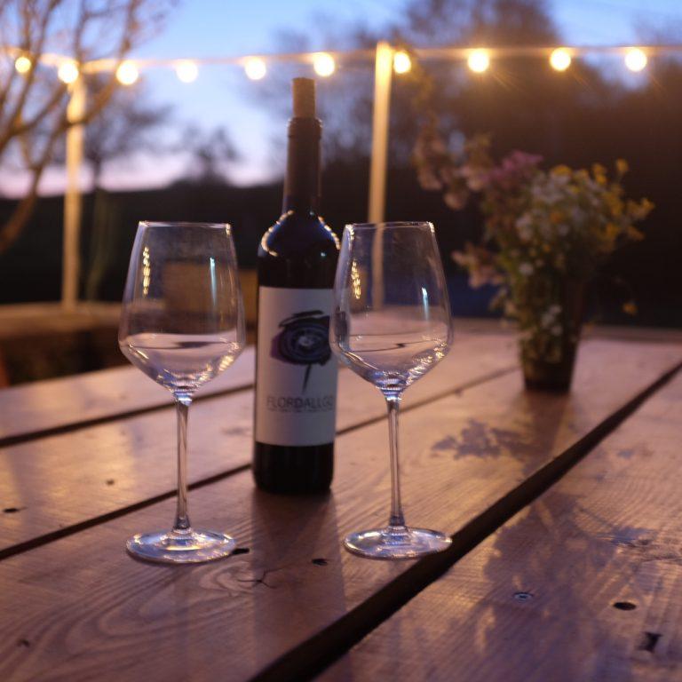 Une belle soirée de printemps sur la terrasse du gîte